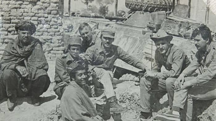 Андрей Малыгин (в центре) в Афганистане